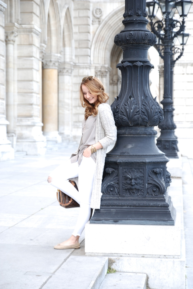 Outfit | White Jeans & Maxi Cardigan